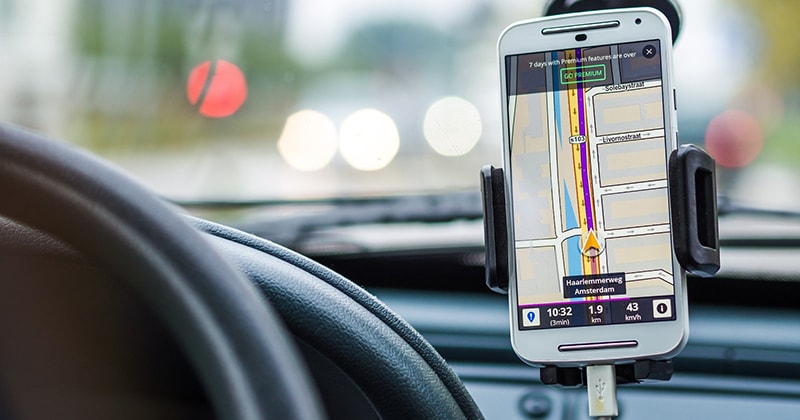 En telefon med GPS på som visar vägen.